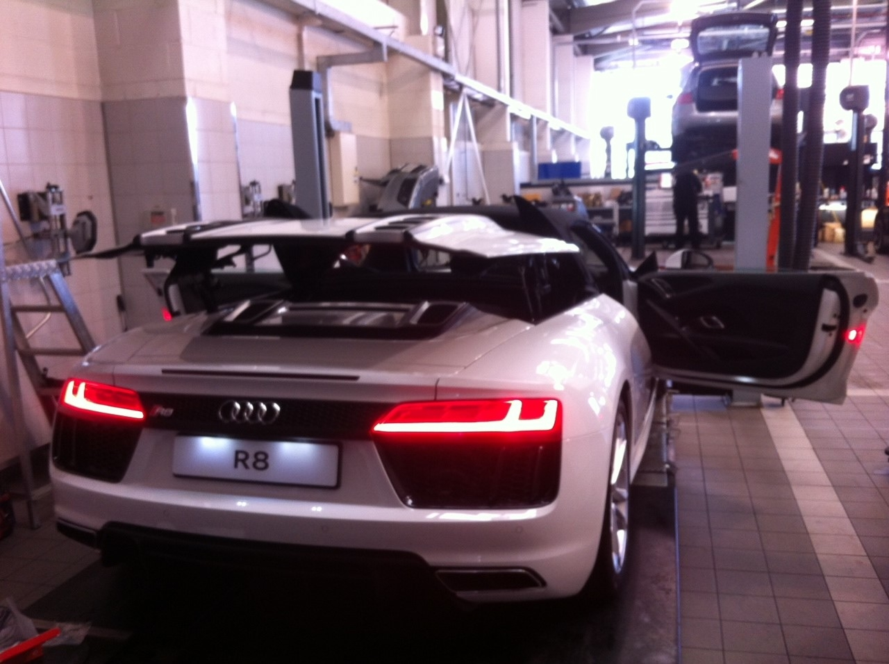 Gallery Audi R Vodafone Cobra Category GPS Tracking - Audi car tracker