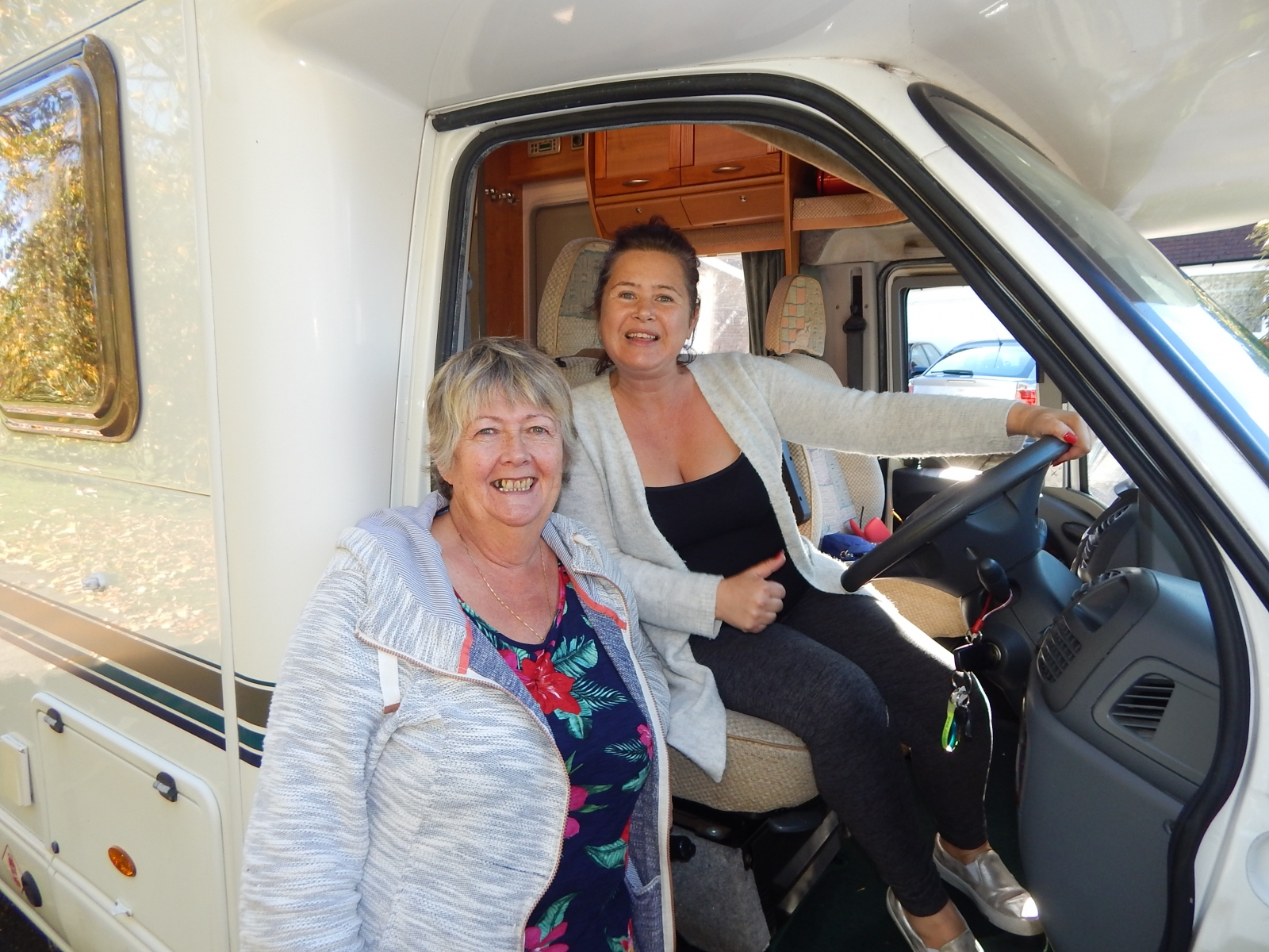Hilary handing over her lovely 2004 Cheyenne 632 to Victoria - London -  Hampshire - Berkshire - Surrey
