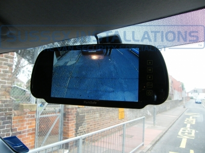 Reverse monitor is shown automatically when vehicle is put into reverse. - ParkSafe PS7006 - Online Shop & Worldwide Delivery - Sussex - London & The South East