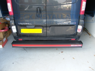 Hope T Bar Fitted To Vauxhall Vivaro / Renault Traffic - Online Shop & Worldwide Delivery - Sussex - London & The South East