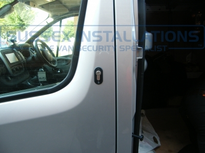 Renault - Trafic - Trafic (2014 - ON) (null/nul) - Sussex Installations T SERIES VAN DEADLOCKS GENERAL - Online Shop & Worldwide Delivery - Sussex - London & The South East