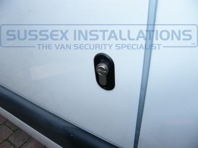 Renault - Master - Master - (2005 - 2010) - Locks 4 Vans T SERIES VAN DEADLOCKS GENERAL - Online Shop & Worldwide Delivery - Sussex - London & The South East