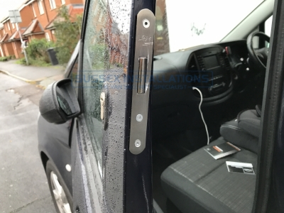 Mercedes - Vito / Viano - Vito/Viano (2015 - ON) W447 (null/nul) - Sussex Installations T SERIES DEADLOCKS - MERCEDES - Online Shop & Worldwide Delivery - Sussex - London & The South East